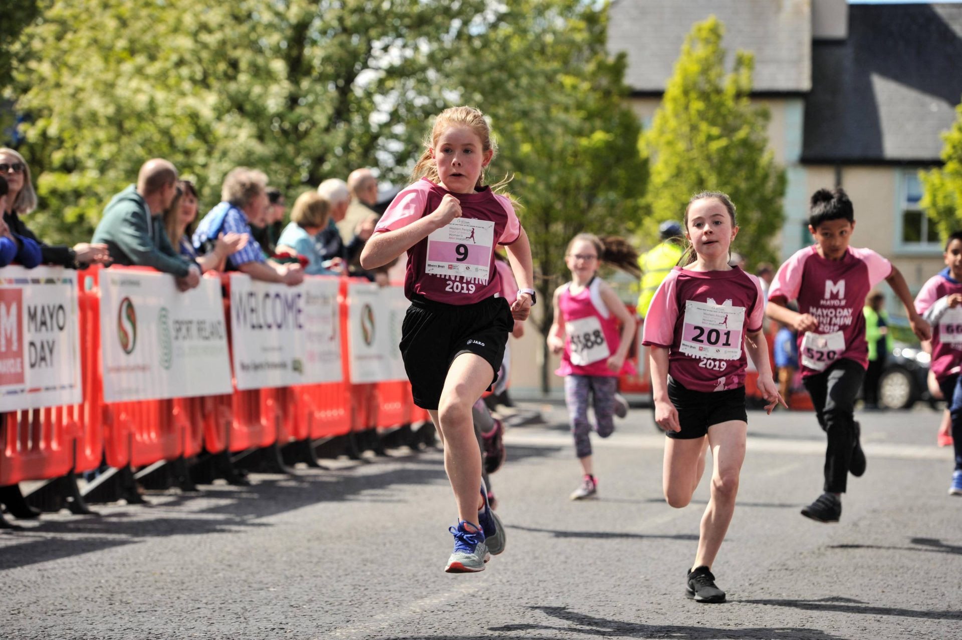 Western People — Thousands turn out for Western People mini-marathon