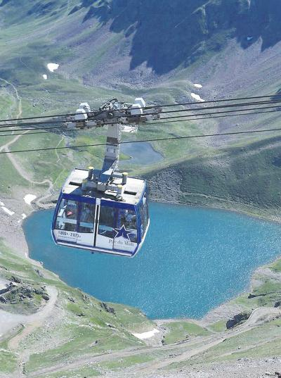 A cable car crosses a lake.